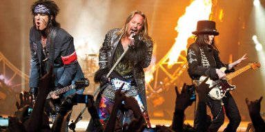 VINCE NEIL: 'Just Because We Stopped Touring Doesn't Mean We Broke Up'