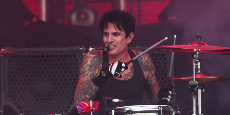 TOMMY LEE Blasts ESQUIRE's 'Laughable' Review Of 'The Dirt'