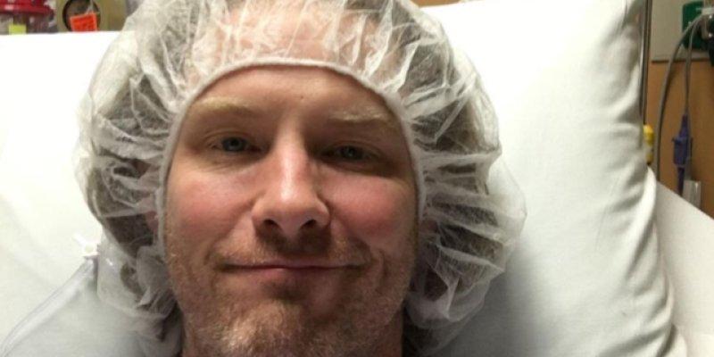 COREY TAYLOR Undergoing Surgery On Both Knees