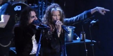 STEVEN TYLER, MARILYN MANSON Join HOLLYWOOD VAMPIRES On Stage