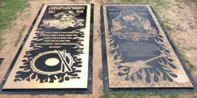 VINNIE PAUL'S GRAVE MARKER INSTALLED