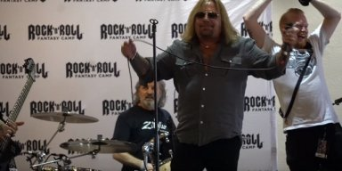 Video Of VINCE NEIL Singing At 'Rock 'N' Roll Fantasy Camp'