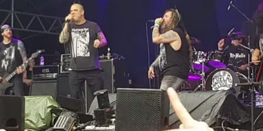 PHILIP ANSELMO & MAX CAVALERA Perform 'Walk' At DYNAMO METALFEST