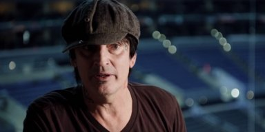 TOMMY LEE Thinks DONALD TRUMP Is 'Scary Delusional'