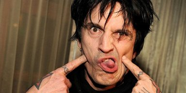 TOMMY LEE Makes Fun Of TRUMP For Dodging Questions About The Bible