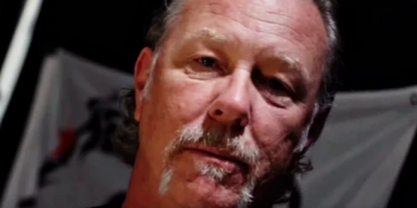 METALLICA's JAMES HETFIELD Demonstrate His White Fang Custom Flow Pick