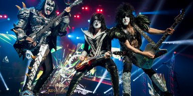 KISS TO PLAY FOR GREAT WHITE SHARKS