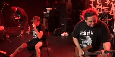NAPALM DEATH's 'BARNEY' Injures Right Ankle, Performs Sitting Down
