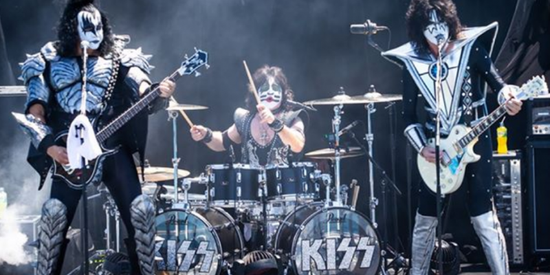 KISS PERFORMS FOR SHARKS
