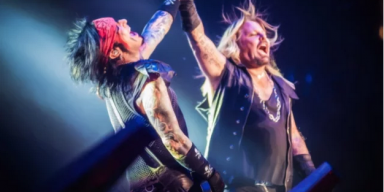 MÖTLEY CRÜE WORKING WITH TRAINERS + NUTRITIONISTS