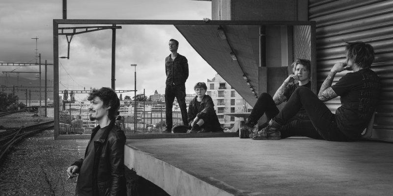 "Swiss noise/powerwave/grunge/shoegaze sensation KØDE unveiled new music video ""Stars"" // New album 'Discrète Transformation' out on Division Records!"