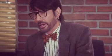 TOMMY LEE PLAYS COLLEGE PROFESSOR
