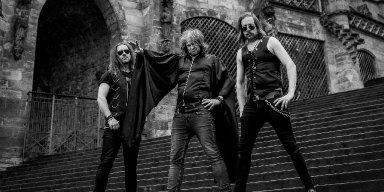 MAGICK TOUCH reveal new lyric video for upcoming EDGED CIRCLE album, begin German tour with AUDREY HORNE