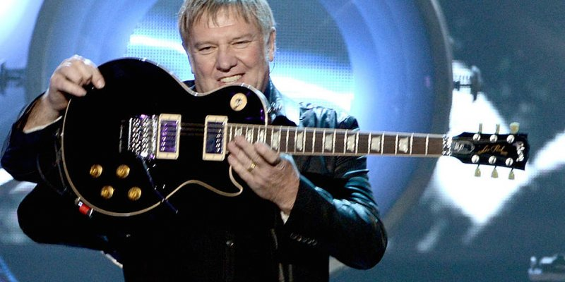 RUSH's ALEX LIFESON Is 'Self-Quarantining'
