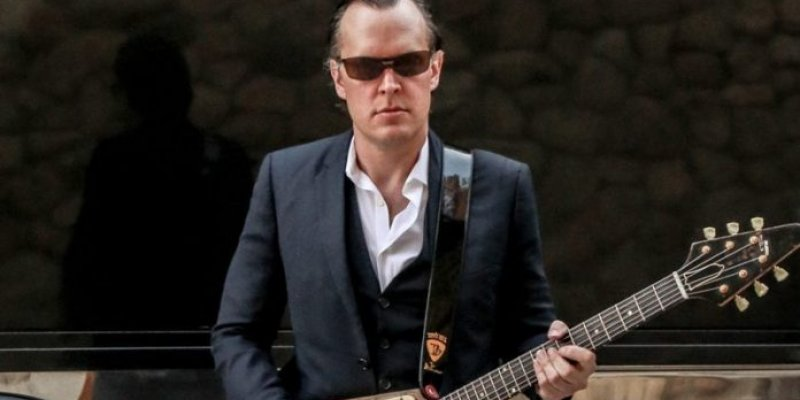 """Bonamassa Warns About After The Pandemic: """"People Are Unemployed Again"""""""