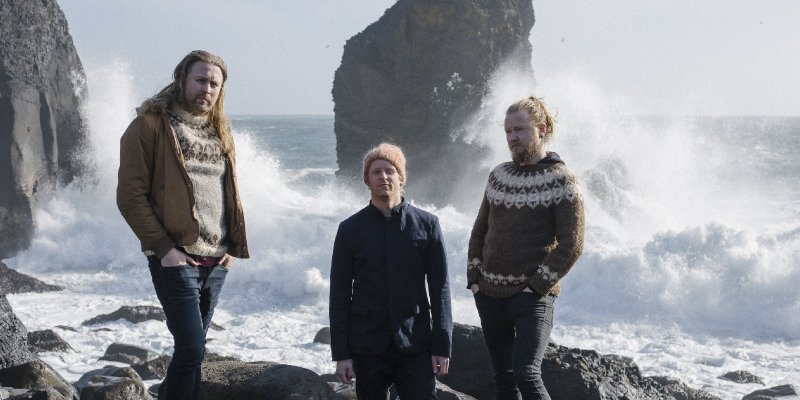 Árstíðir Shares Live Acoustic Performance via Club Weltenklang