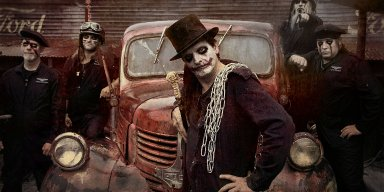 FREAKS AND CLOWNS reveal first video from new METALVILLE album - features ASTRAL DOORS members