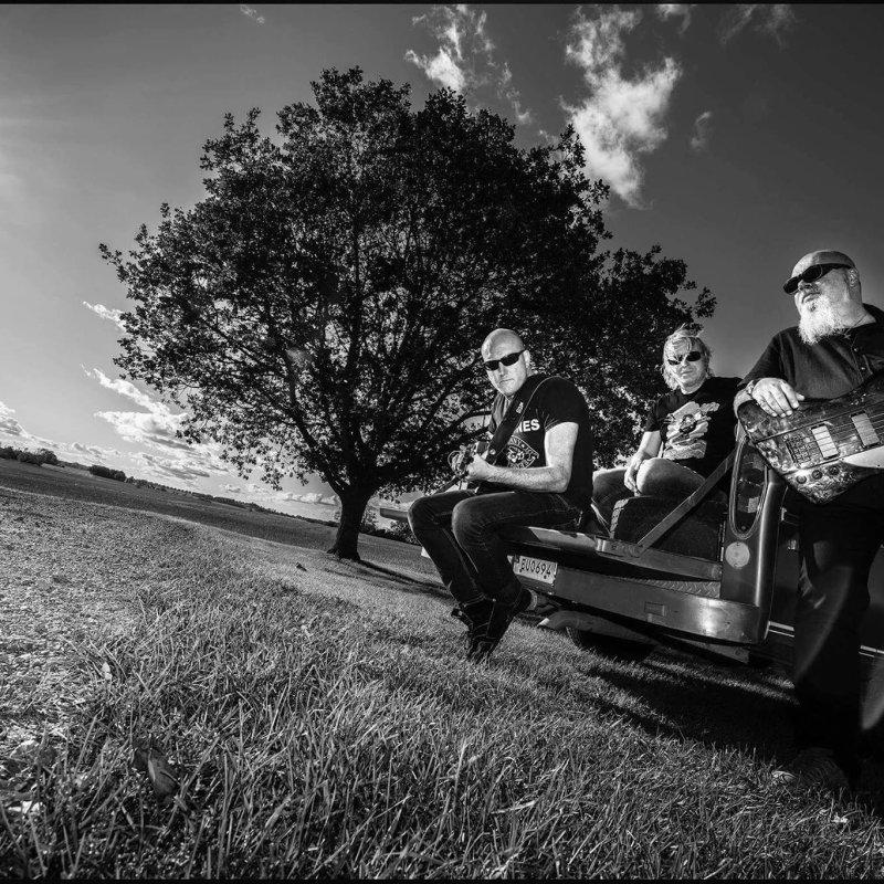 "BÜRNER: Swedish hard rockers premiere new album ""Baptized in Gasoline"""