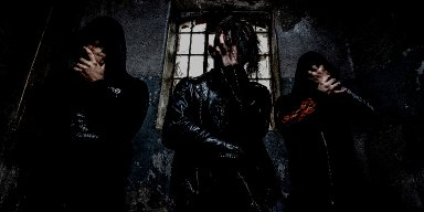 "ISOLERT premiere new track at ""Decibel"" magazine's website - features members of SØRGELIG"