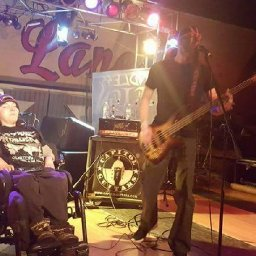 dad-puts-together-heavy-metal-concert-for-son-with-cerebral-palsy